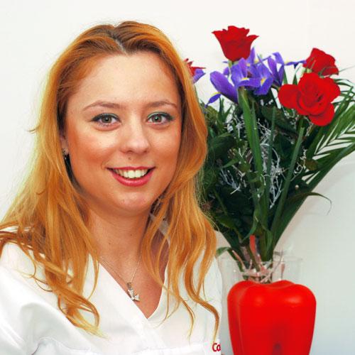 Dr Iulia ROATESI br Doctor in stiinte medicale br Specialist Protetica Dentara br Master in Implantologie